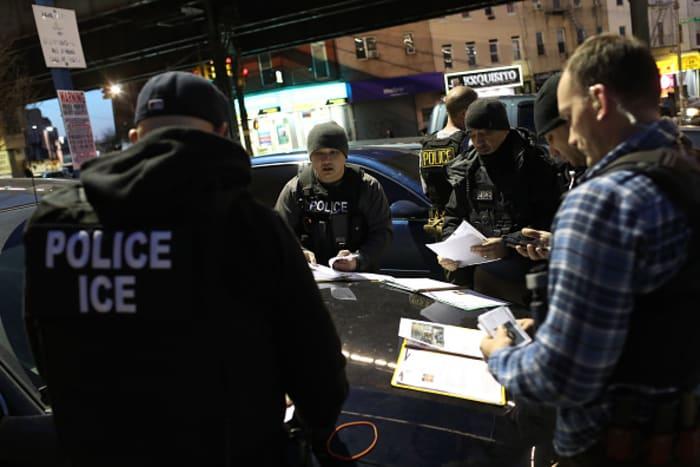 ice suspende arrestos