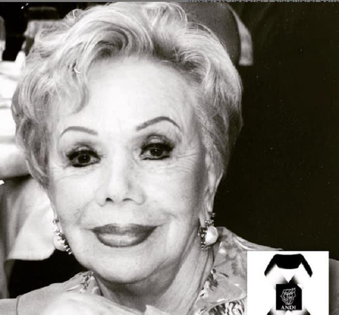 They express their condolences after the death of Otilia Larrañaga
