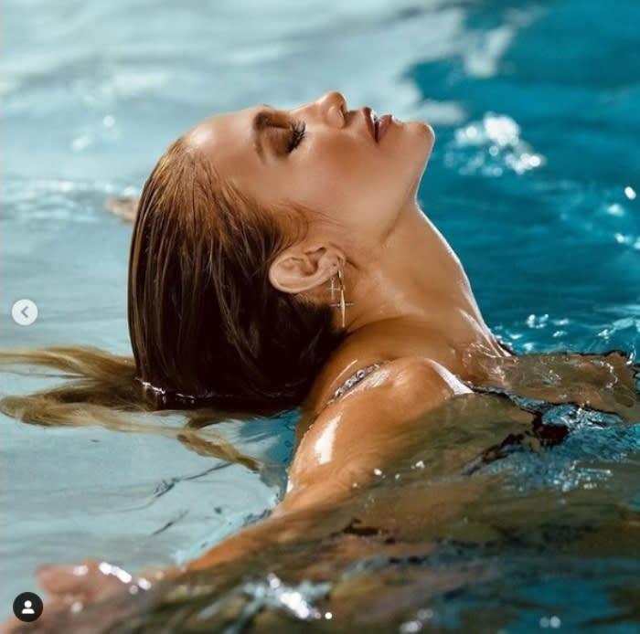 """JLo sostén bikini: """"Una diosa literal"""""""