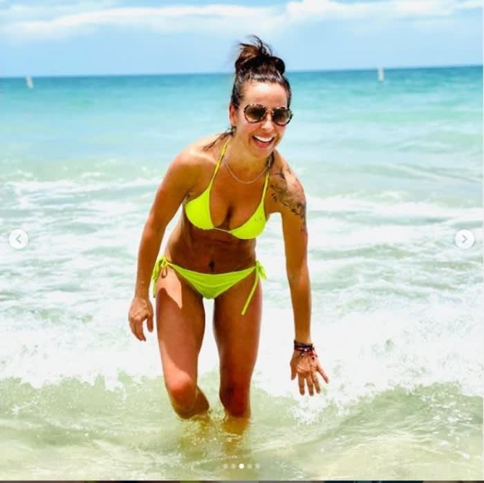Kate del Castillo presume sus curvas