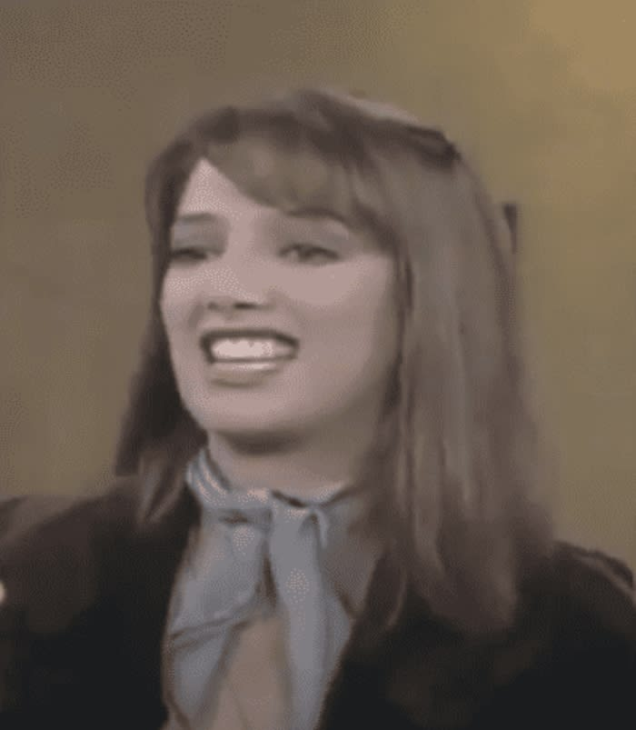 La gente queda maravillada con Adela Noriega bailando