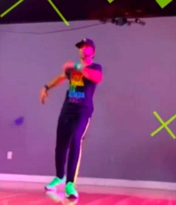 Video de Toni Costa bailando
