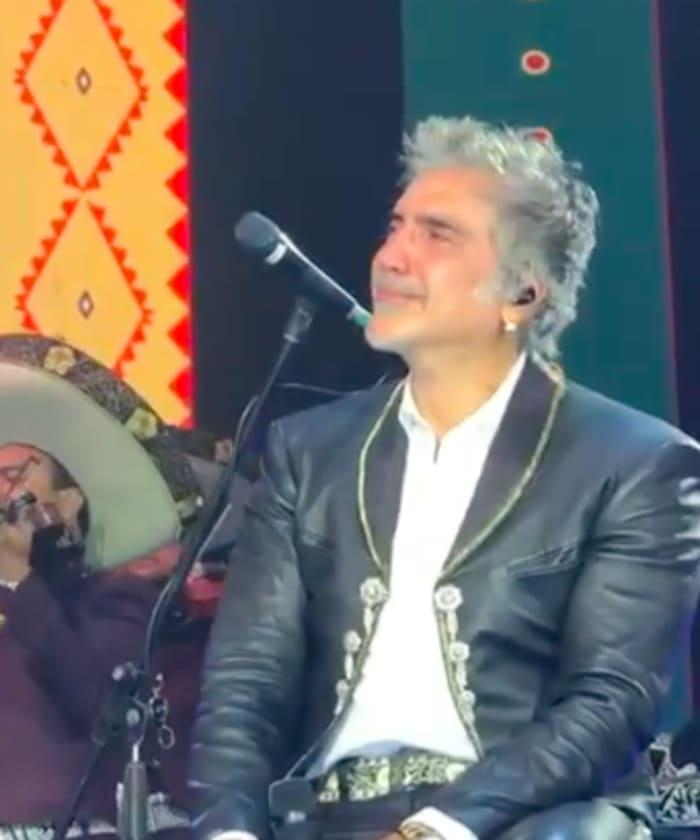 Alejandro Fernández cries disconsolate