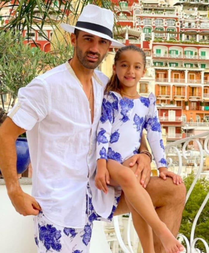 Toni Costa y su hija Alaïa