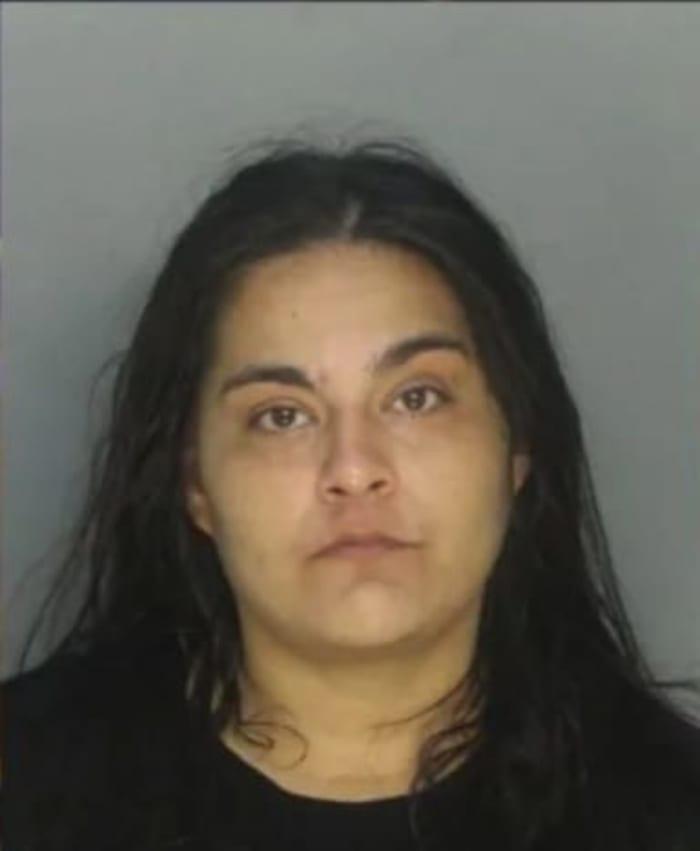 Arrestan hispana hija refrigerador