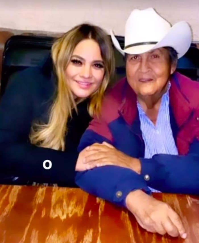 Mayeli Alonso papá