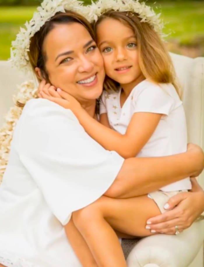 ¿Foto levanta sospechas con hija de Toni Costa?