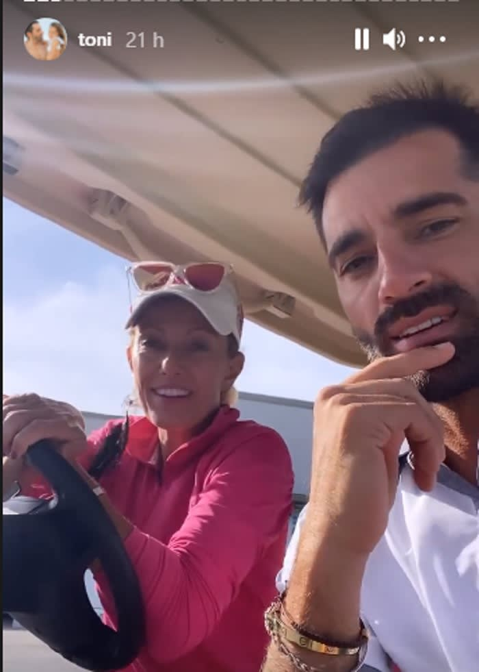 Praise the blonde who accompanied her to play golf
