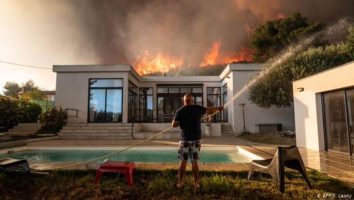 Heridos y evacuados incendio en Francia: más de 2,700 víctimas