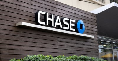 A store front sign for the cuenta bank known as Chase