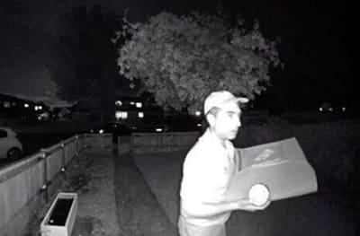 Curioso: Repartidor de Domino's hace asquerosidad con delivery (FOTOS)