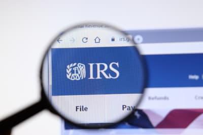 EITC sin hijos, estímulo Biden, crédito tributario, IRS
