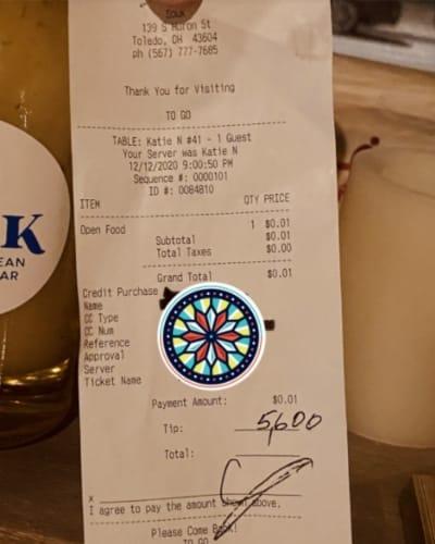 Cliente no ordena comida, pero sí deja una propina de $5,600 dólares