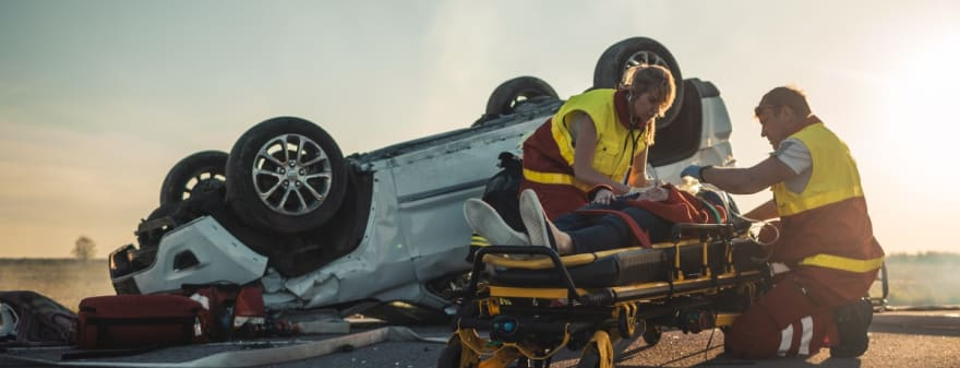 Padre hispano veía las noticias y se entera de lo peor: coche de su familia cae a un barranco de 30 metros (FOTOS)