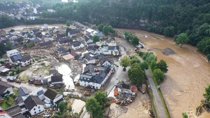 THOUSANDS OF MISSING AFTER FLOODS