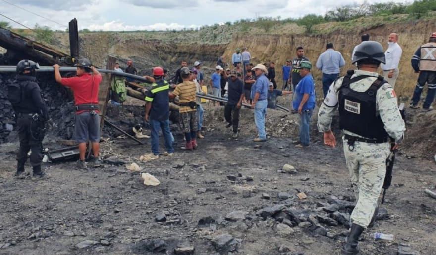 Mineros quedan atrapados en mina al colapsarse al norte de México