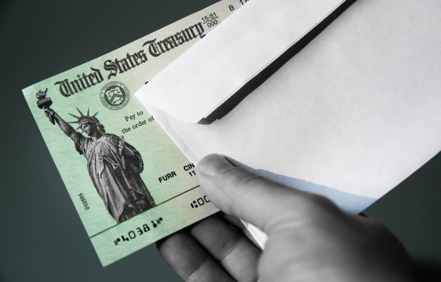 Familias podrían recibir cheque 'sorpresa' de $8,000 dólares en julio