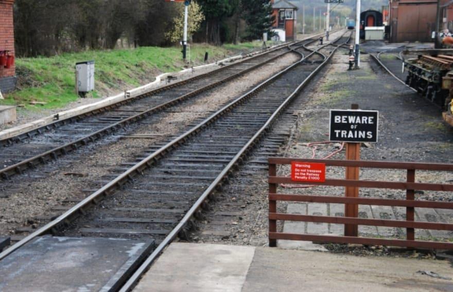 ¡Se los lleva el tren! Tres personas incluido un niño murieron cuando un tren atropelló su automóvil (FOTO)
