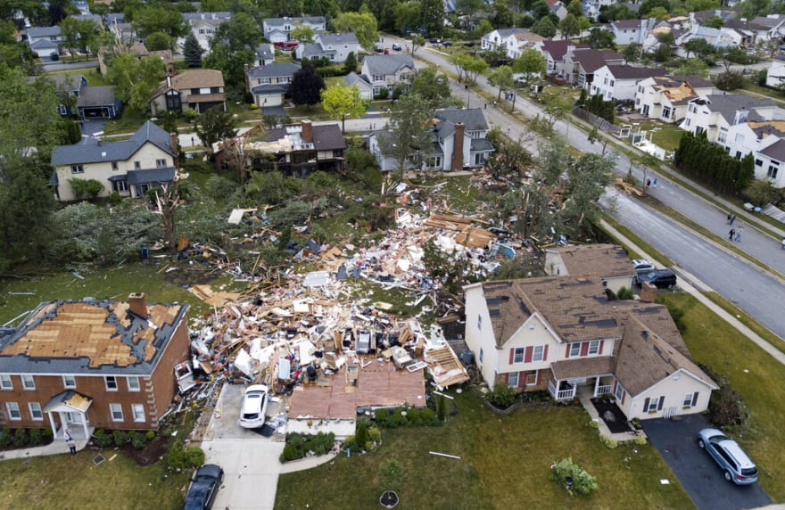 Powerful tornado leaves injured, damaged houses in Chicago