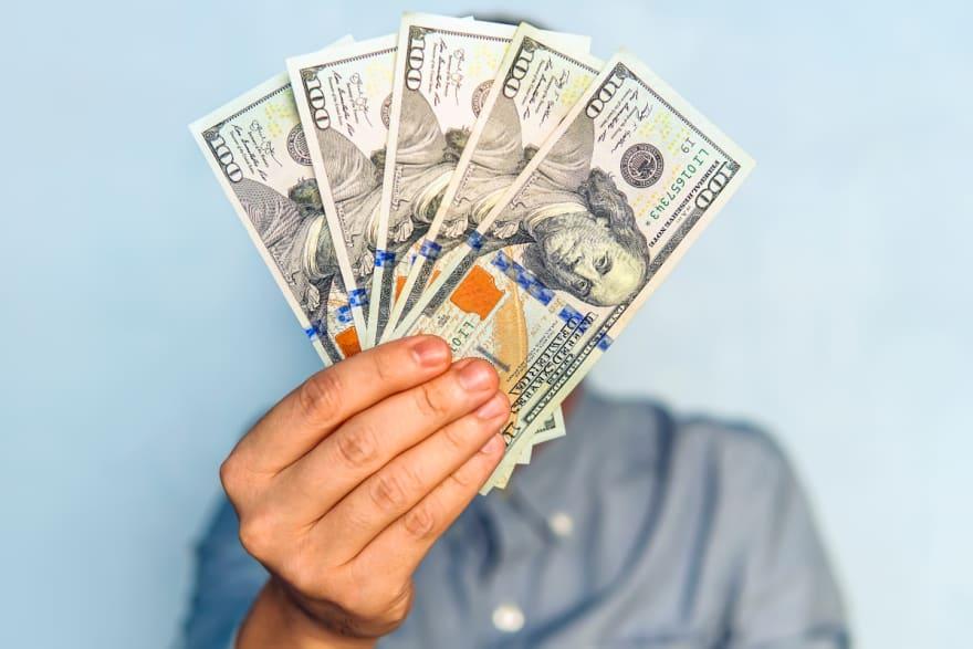 Entregan cheque de $500