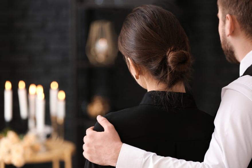 En pleno funeral de su suegra descubre que en realidad seguía viva