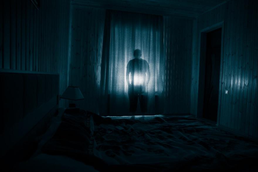 CURIOSO: Fantasma juega con niña en resbalador y causa horror en las redes (VIDEO)