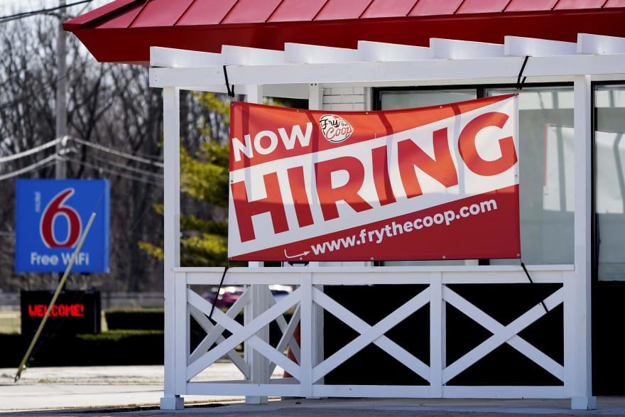 Restituyen los $300 semanales por desempleo en varios estados tras demandas