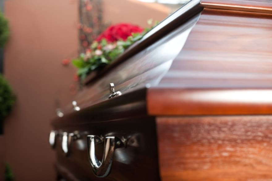 Muere actor Toby Kirkup, le diagnosticaron gastritis y no sobrevivió en su casa