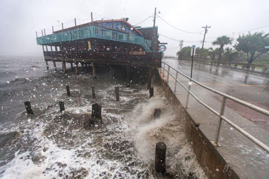 Advierten inundaciones por la tormenta Elsa