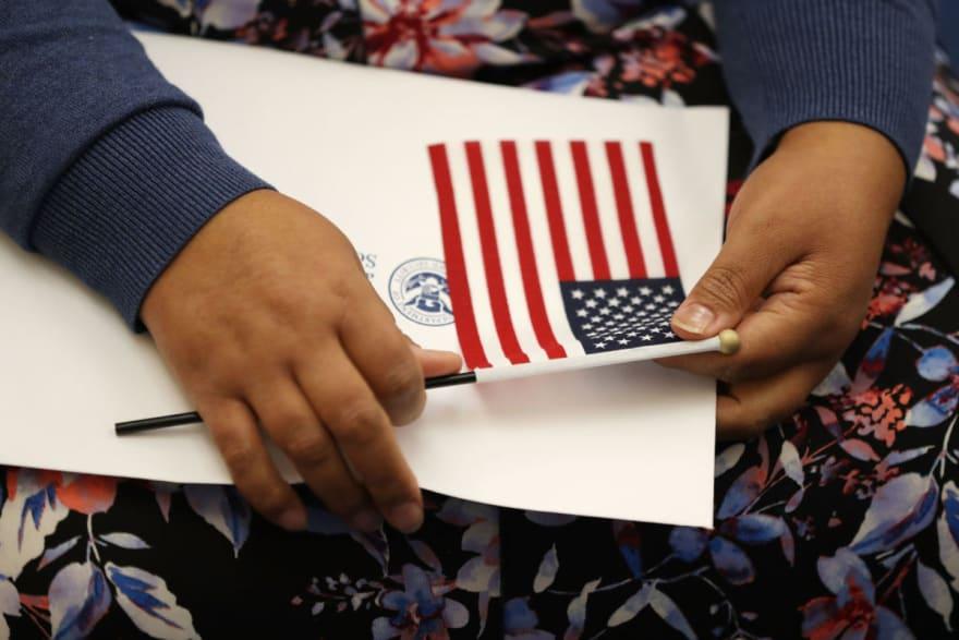 Los inmigrantes con green card serán los principales beneficiados