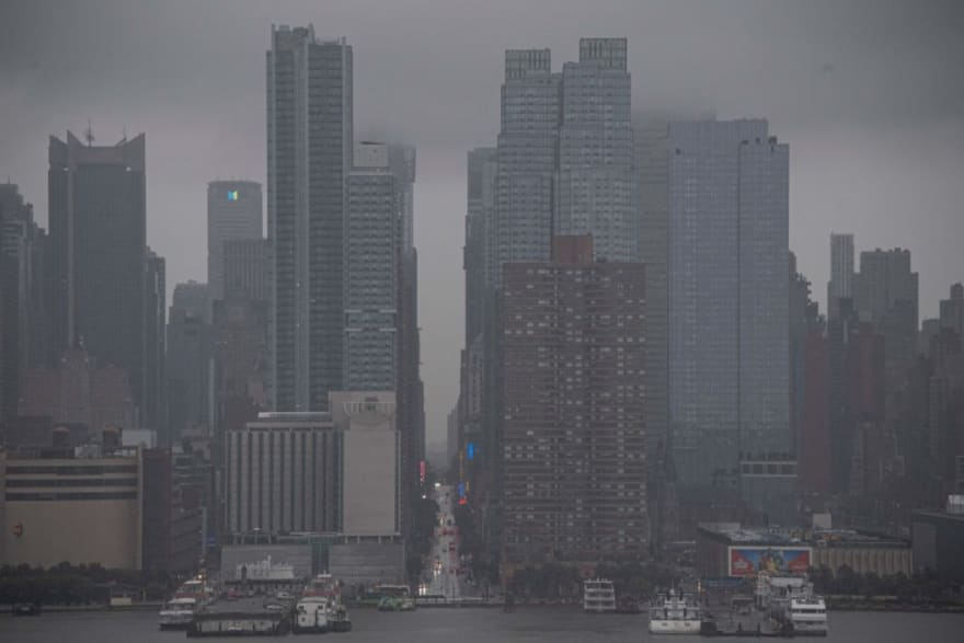 Huracán Henri se degrada a tormenta tropical mientras se acerca a noreste de EEUU (Videos)