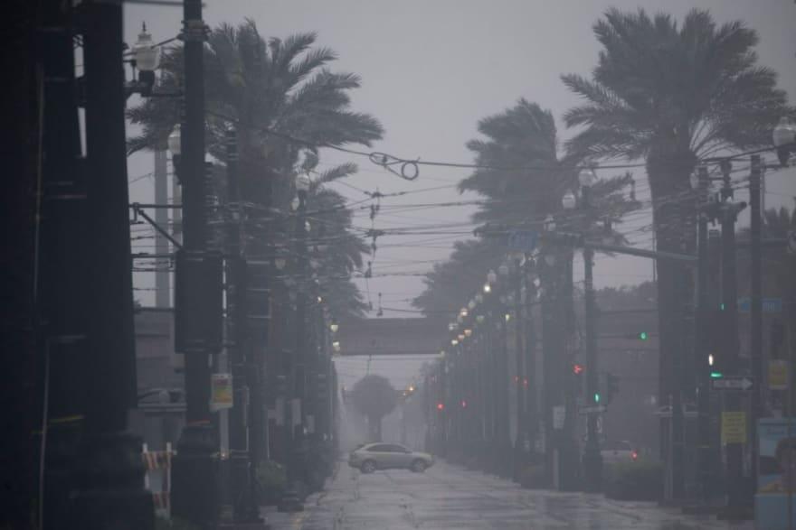 """Devastación por huracán Ida: gobernador pide a habitantes quedarse """"donde están"""" y advierten que habrá más tormentas"""