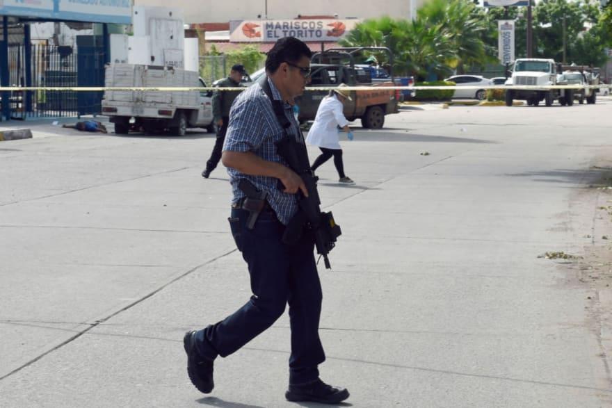 """Acribillan y dejan en plaza a """"El Ciro"""", supuesto jefe del narco al servicio de """"Los Chapitos"""" (FOTOS)"""