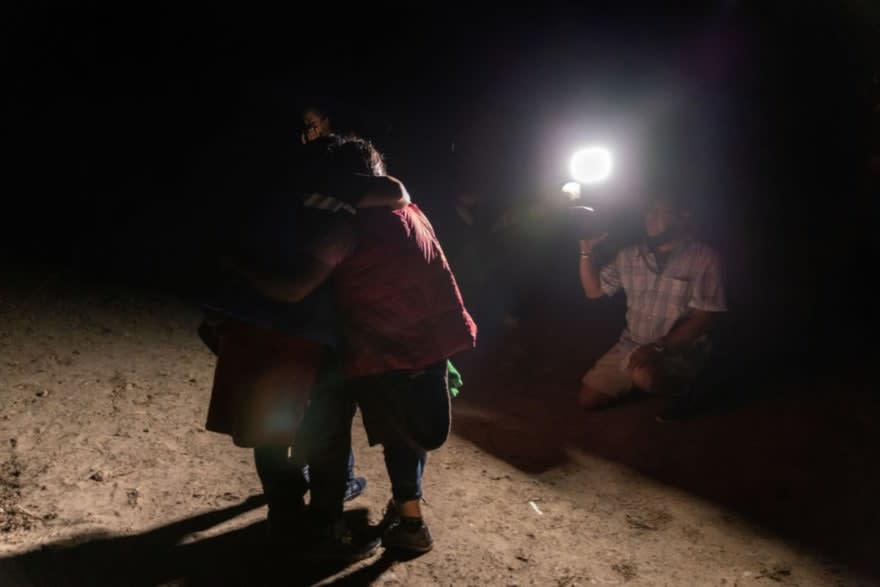 Le ahogan bebé a una inmigrante porque iba llorando al querer cruzar la frontera