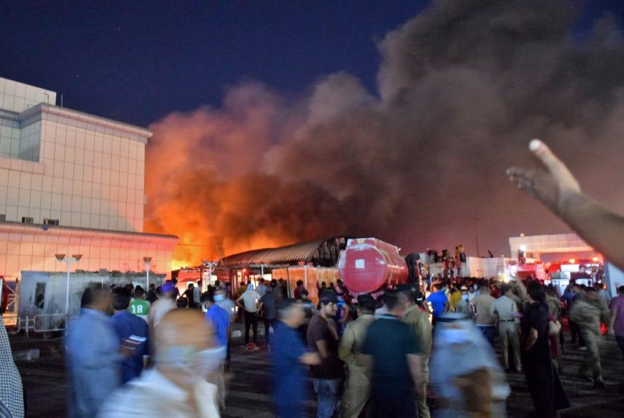 Incendio en hospital para pacientes de covid, deja 64 muertos en Irak (VIDEO)