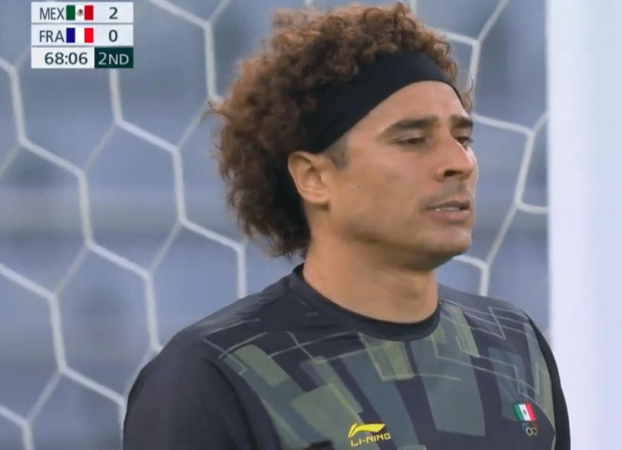 Memo Ochoa en partido contra Francia