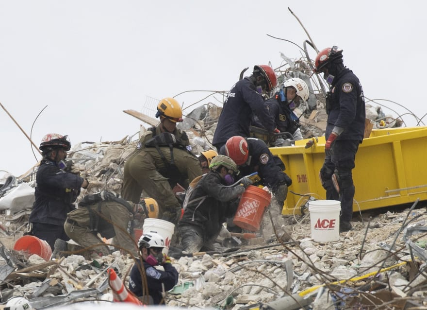 Víctimas del derrumbe en Miami aumentan al tiempo que siguen las labores de rescate