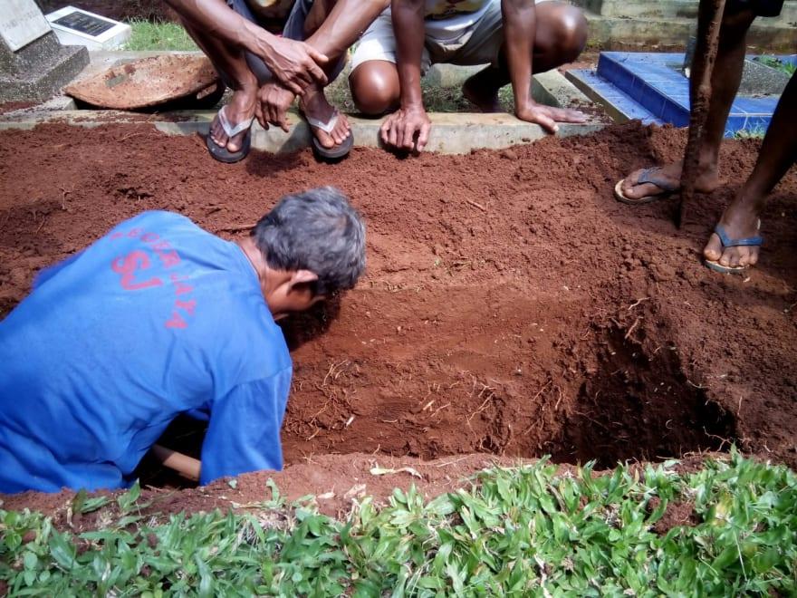 CURIOSO: Pastor quería resucitar como Jesús y murió asfixiado al ser enterrado vivo