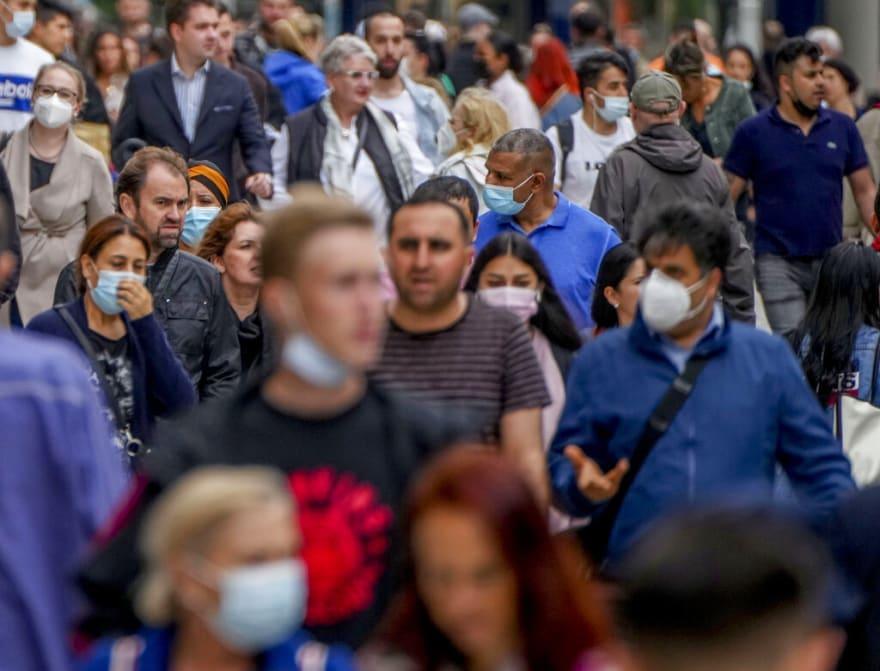 Toman restricciones de viaje ante aumento de coronavirus