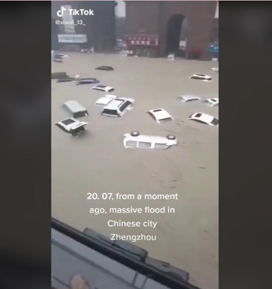 Los autos flotaban