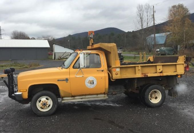 1987 Chevrolet Dump Truck w/snow plow and spreader