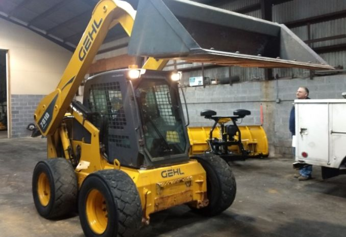 GEHL 7810 TURBO SKID STEER LOADER WITH ACCESSORIES