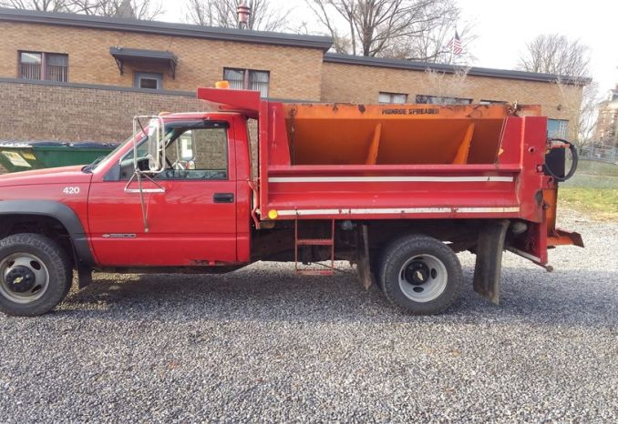 2000 Chevrolet dump truck with plow and hopper spreader