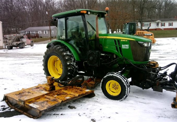2014 John Deere 5085M with Tiger mower