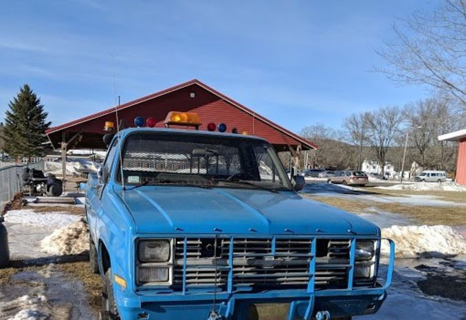 1986 GM-1008 1 ¼ ton pick up truck