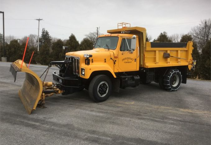 1991 International  Dump Truck with Plow and Spreader
