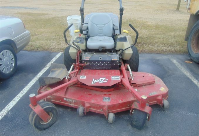 2008 Exmark zero-turn mower