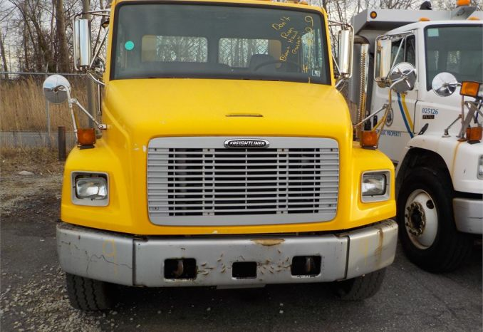1999 FREIGHTLINER FL60 FLAT BED TOW TRUCK / LOT9-990114
