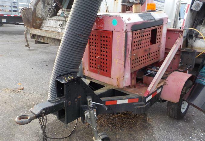 2000 GIANT VAC TM6600JD LEAF VAC TRAILER / LOT19-005414