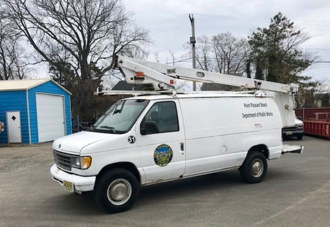 1997 Ford E-350 van/Bucket Truck
